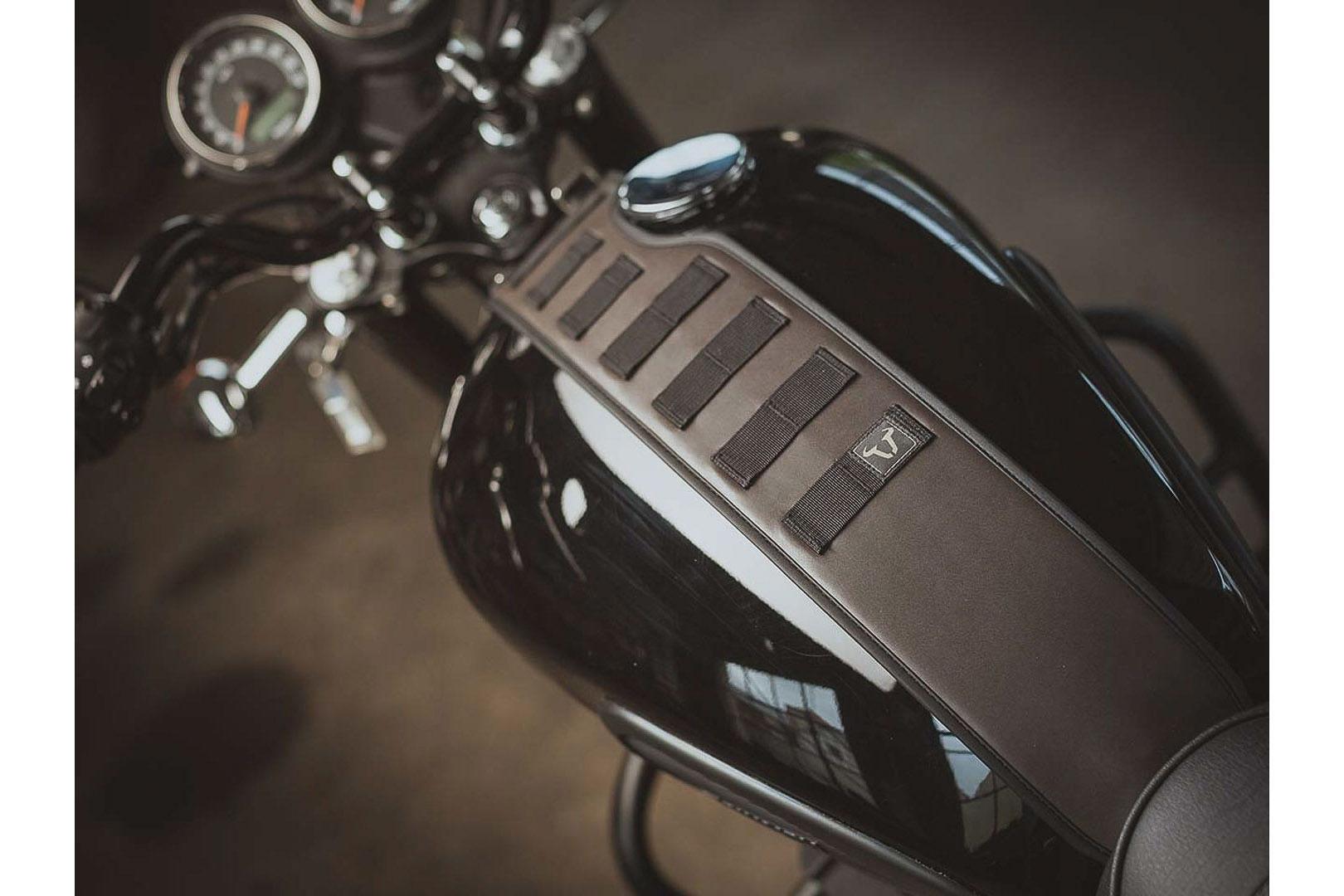 Bonneville And Son Parts Home Facebook >> Complementa tu Triumph Bonneville T100 con las maletas Legend Gear – Revista Moto