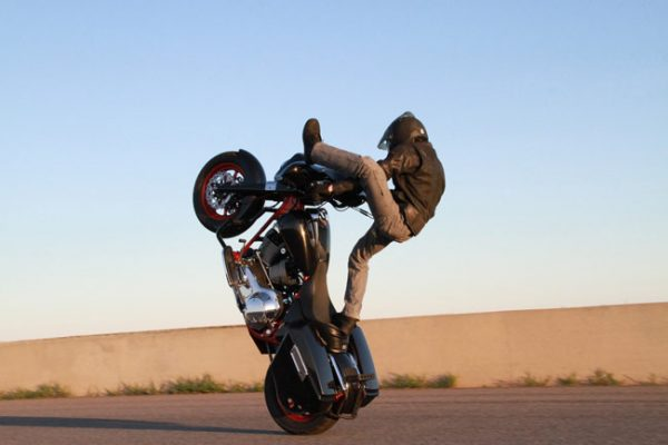 Con toda agilidad y dominio, One Wheel Revolution se presentará en Moto Fiesta León